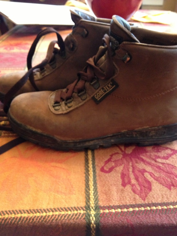 vintage vasque womens hiking boots made in italy size 8 1 2. Black Bedroom Furniture Sets. Home Design Ideas