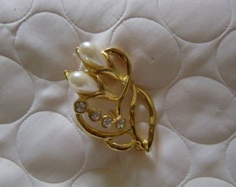 Vintage Gold Tone Brooch With Two Faux pearl Like Flower