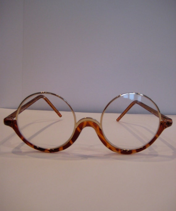 Retro mod style round tortoise shell bottom framed glasses