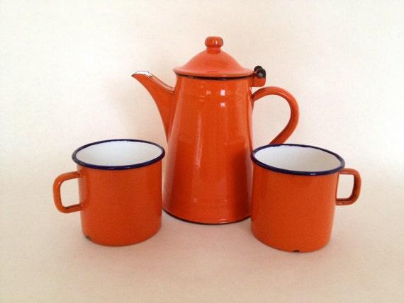 Vintage French orange enamelware lidded pitcher/teapot with 2 matching mugs