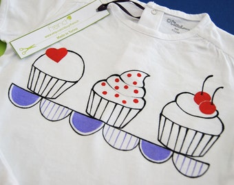 Girl t-shirt short sleeve with muffins hand painted