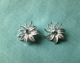 Sarah Coventry Vintage Silver Tone Flower Clip Earrings
