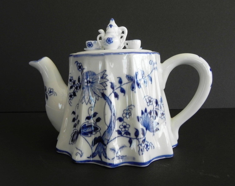 Vienna Woods Teapot Miniature Tea Set On Lid Blue Onion
