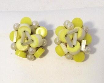 Sale Vintage jewelry cluster clip earrings