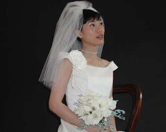 """Wedding veil 22"""" long past shoulder with plain edging and scattered with swarovski crystal rhinestones."""