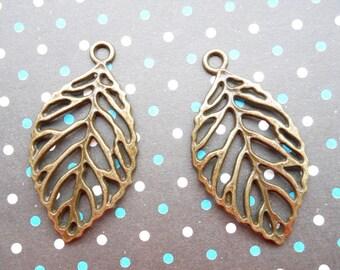 Sale 20 pcs Antique Bronze leaf Charm Pendants Size:25mmx30mm