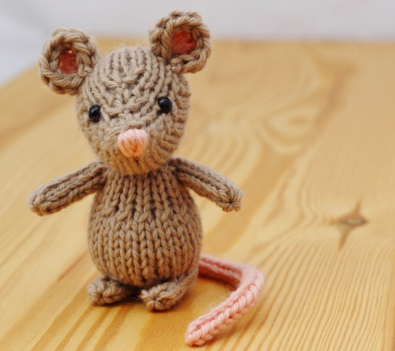 Knitting Pattern Toy Mice : Marisol the Mouse Knitting Pattern PDF by Yarnigans on Etsy