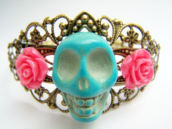 Day of the Dead Bracelet, Dia de Los Muertos Skull Cuff Bracelet, Turquoise Skull with Coral Pink Flowers, Antiqued Brass Filigree - Daya