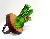 "Adjustable ring - Frog Price on a Wood Slice - Green Toad with crown - ""You are my PRINCE"""