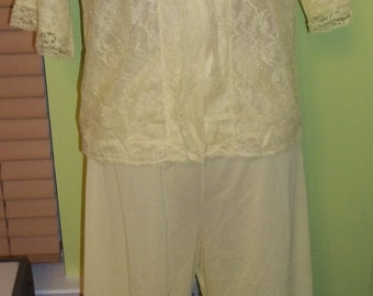 Comfy and Cozy Vintage VANITY FAIR Pale Yellow Pajama Lounger Set