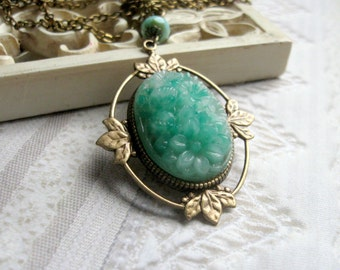 Green glass necklace, vintage style, carved glass pendant, green pendant necklace, nature jewerly, gift box