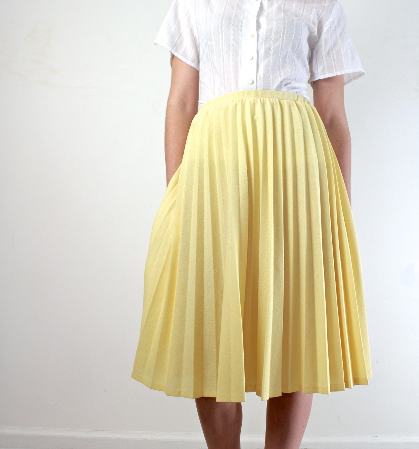 accordion pleat skirt in yellow