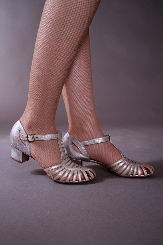 Vintage 1930s Shoes Silver Metallic Low Heeled Dancing