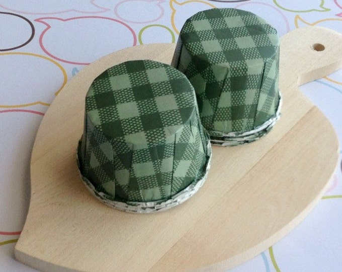 25 Green Gingham Baking Cups