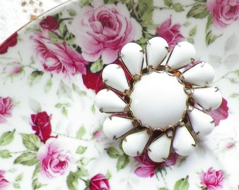 Vintage White Milk Glass Flower Brooch / Pin / Broach, Bride / Bridal / Wedding