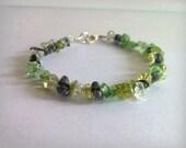 Peridot green crackle quartz bracelet. Summer beaded bracelet, boho cottage chic,
