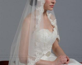 Mantilla veil bridal veil wedding veil ivory 50x50 fingertip alencon lace