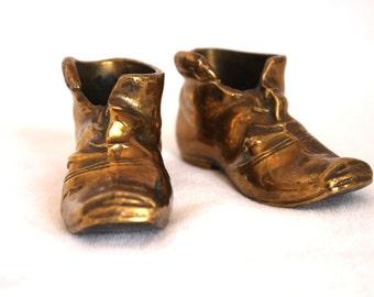 Vintage brass boots, vintage brass shoe, victorian boot, brass vase, brass trinket pot, retro brass decor, brass figurine, brass ornament,