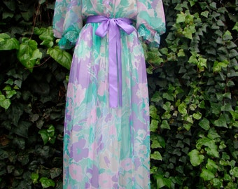 Vintage Goddess / Boudoir / Puff Sleeve / Floral / Peignoir Robe / SMALL