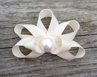 Seashell Hair Clip, Ivory Seashell Ribbon Sculpture Hair Clip, Beach Hair Clip, Ivory Seashell with Pearl Center Hair Clip, FREE SHIP PROMO