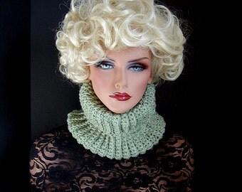 Mint Green Scarf, Mens, Womens, Mint Green Cowl, Neckwarmer, Light Green Scarf, Winter Accessories, Winter Fashion, Green Neckwarmer, Fleck