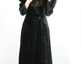 Vtg Elizabethian GOTHIC Princess Puff Shoulder MAXI COAT Cloak // Black Velvet Queen Collar Edwardian Victorian Tapered Sleeve Coat
