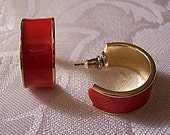 Red Open Hoops Pierced Stud Earrings Gold Tone Vintage Round Extra Wide Band Raised Rimmed Striped Edge