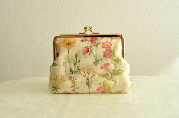 Cottage chic floral frame purse in Cream