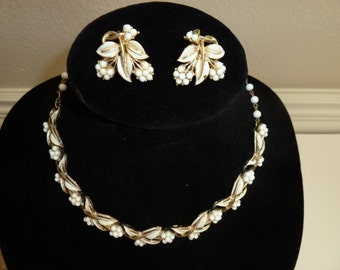Mid Century white painted leaf design necklace and earrings