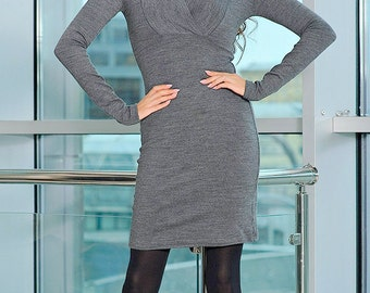gray long tunic with a large collar.