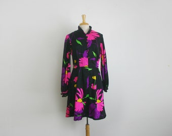 1970s long sleeve black and hot pink  floral midi length A-line dress, size large