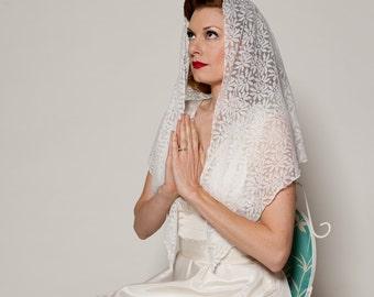Vintage 1960s Mantilla Veil White Lace Floral Sacred Bridal Fashions
