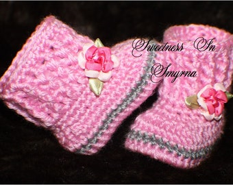 Crochet Baby Booties - Baby Girl Booties - Baby Snuggly Snuggs - 0 to 3 Months