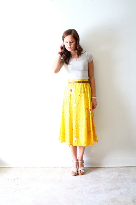 Vintage yellow skirt: floral summer style