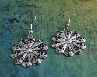 SILVER FILIGREE  Snowflake EARRINGS // Simple // Pretty // Gift for Her // Winter Earrings // Gift Boxed