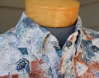 vintage 1980's Men's Hawaiian 3 button collar 'popover' shirt. Reverse print - Shells, shark, & fish. Large - Extra Large