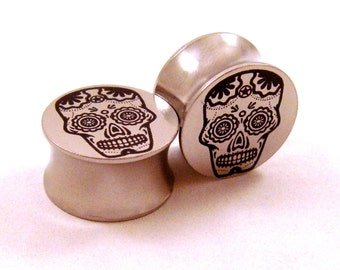 "Sugar Skull Stainless Steel Plugs 00g (10 mm) 7/16"" (11mm) 1/2"" (13mm) 9/16"" (14mm) 5/8"" (16 mm) 3/4"" (19mm) 7/8"" 22mm 1"" 25mm Metal Gauges"