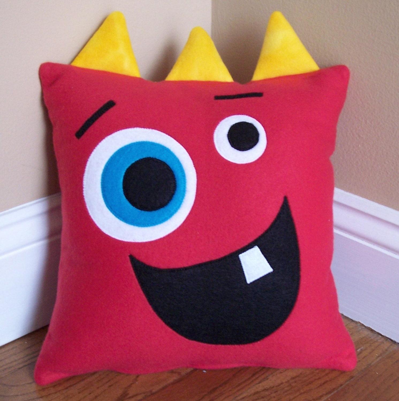 Red monster silly face pillow - Fotos de cojines decorativos ...
