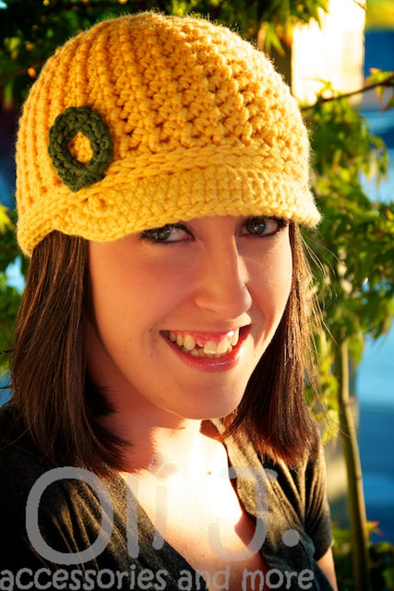 Women's College-Themed Brimmed Beanie - Yellow w/ Green
