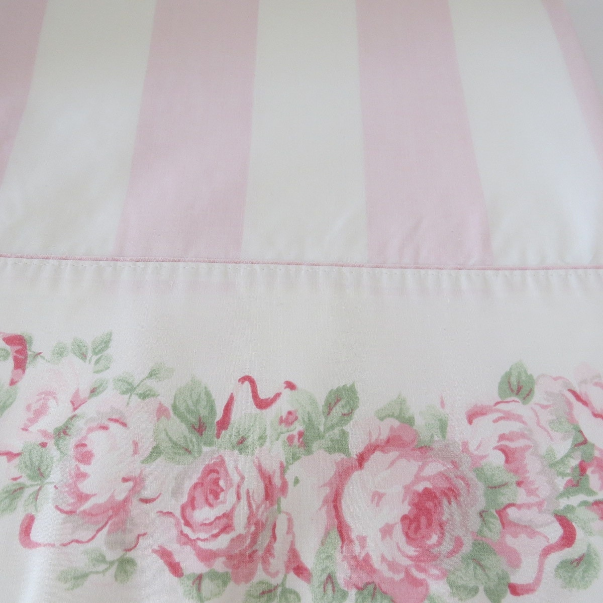 WHITESALE Vintage Laura Ashley Country Roses Queen Flat