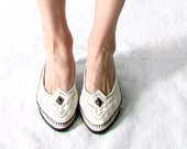 Vintage Shoes. 70s White Moccasin Style Flats. Size 6