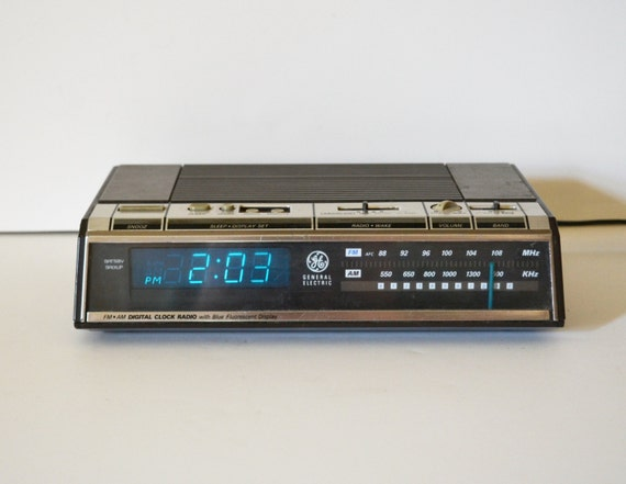 vintage digital alarm clock radio vintage digital by judysjunktion. Black Bedroom Furniture Sets. Home Design Ideas