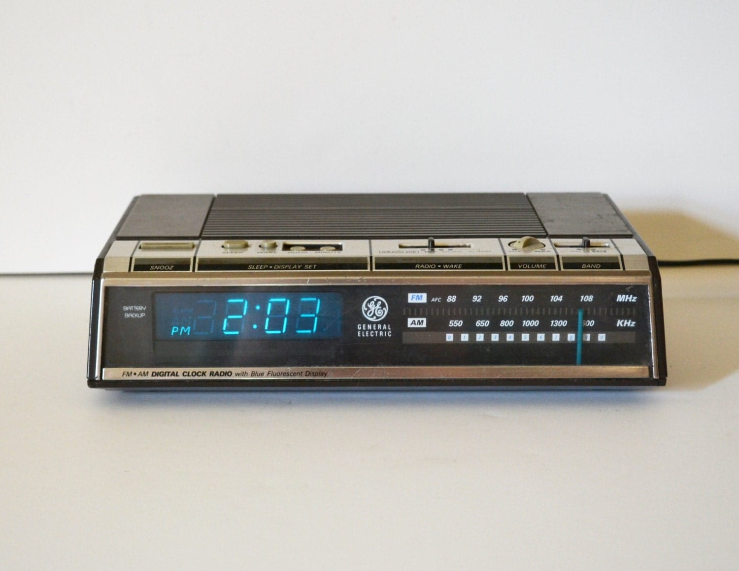 vintage digital alarm clock radio vintage digital alarm clock. Black Bedroom Furniture Sets. Home Design Ideas