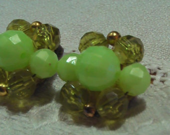 Vintage BEAUTIFUL 50s 60s Style Lime Green Cluster Clip On Earrings