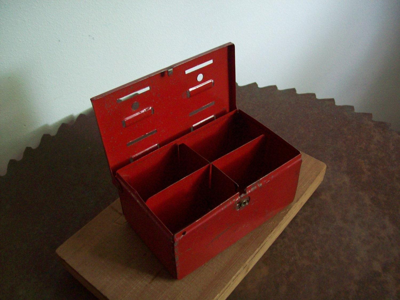 antike marx metall bank rot 40er jahre haushalt von losttreeman. Black Bedroom Furniture Sets. Home Design Ideas