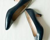 Vintage Ferragamo Navy Blue Pumps, Size 8/ Ferragamo Heel/ Classic