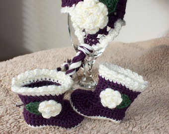 Flower Beanie with matching boots. Sizes in 0-12 months