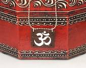 Om Necklace, Yoga Necklace, Om Jewelry, Sanskrit Om, Yoga Jewelry, Hindu Necklace, Om Symbol Hand Painted on Coconut Shell