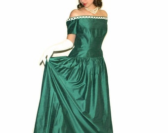 Vintage gown by House of Bianchi. 50s off the Shoulder Dress. Emerald white dress. Mad Men fashion. Prom dress. Opera dress