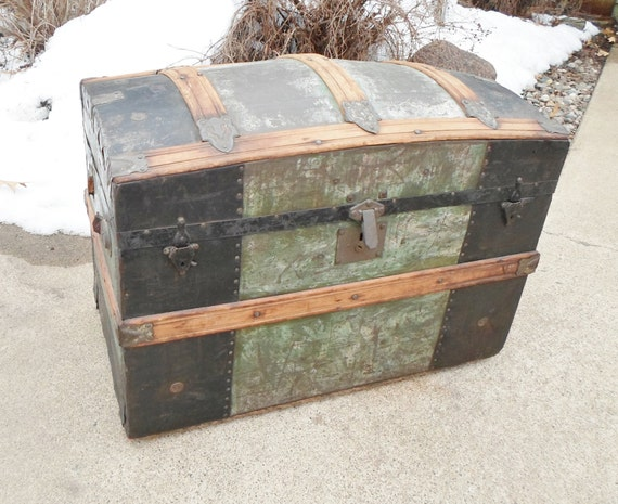 Antique Domed Steamer Trunk Camelback Hump Back Victioian